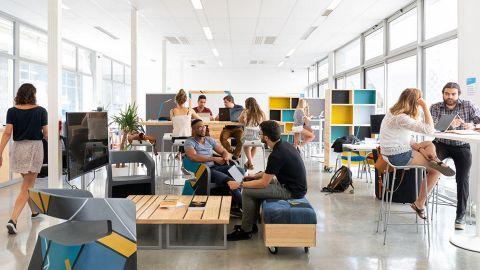 Salle de coworking UBeeLab ©Université de Bordeaux - UBeeLab